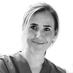 Dña. Cristina Pérez Martínez